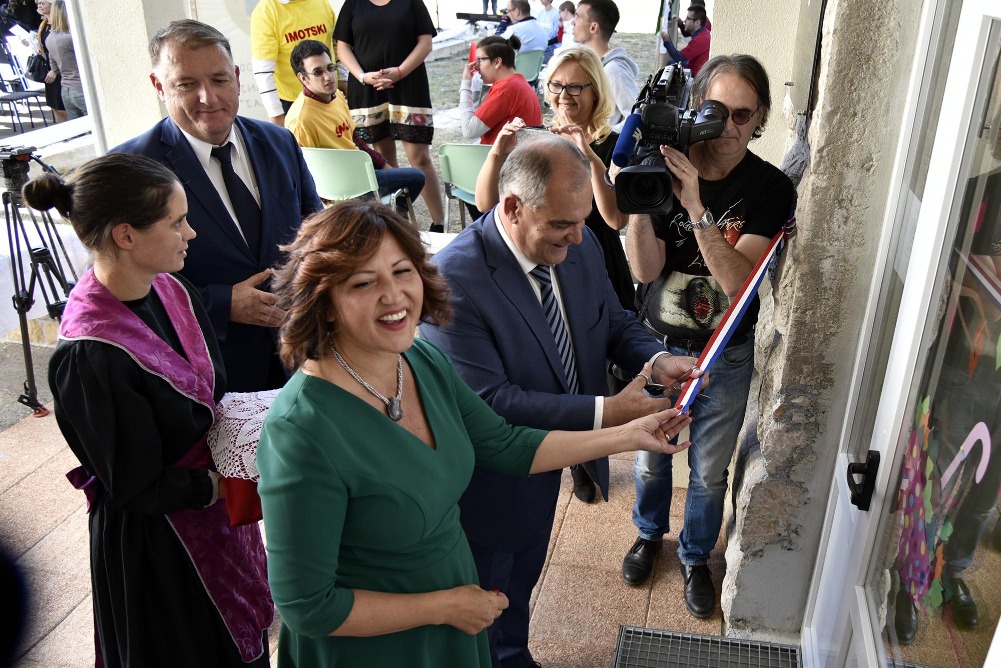 Otvoren Je Centar Slava Raskaj Na Kamenmostu Grad Imotski